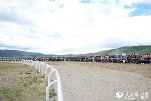 云南香格里拉赛马节精彩激烈