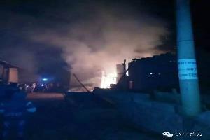 阿岗镇木冲格村一村民家房子起火,没有造成人员牲畜伤亡