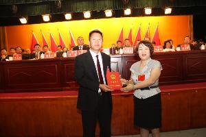 海建才当选为罗平县人民政府县长