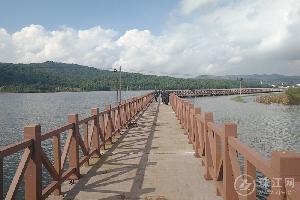 师宗县石湖公园环形栈道工程有效提升城市人居环境